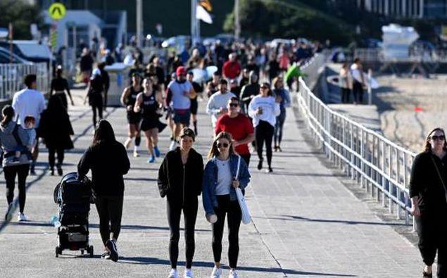 People seen exercising at Bondi Beach in Sydney. (Photo / NCA NewsWire)