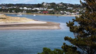 Mangawhai 'locked off': Police checkpoints to stop Aucklanders fleeing city