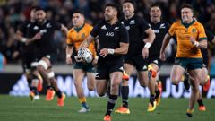 All Blacks first five-eighth Richie Mo'unga runs away to score a try. (Photo/Photosport)