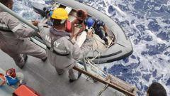 Members of the Republic of Fiji Navy rescue a crewman of the TIRO II. (Photo / Rescue Coordination Centre Fiji)