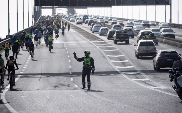 """A """"Liberate the Lane"""" rally spills onto and over the Auckland Harbour Bridge. Photo / Dean Purcell"""