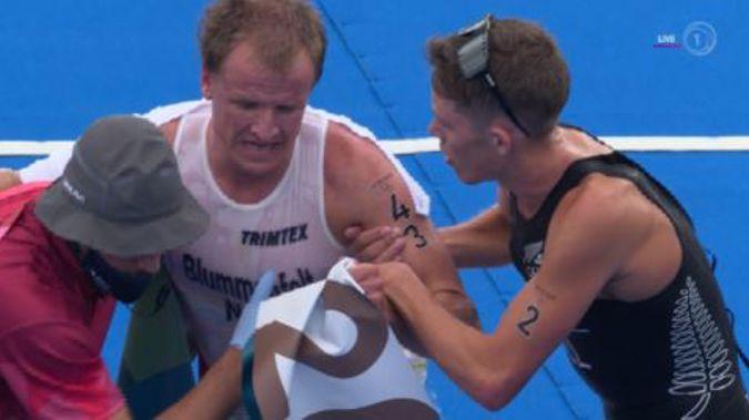 Hayden Wilde helping Kristian Blummenfelt to his feet. Photo / TVNZ/Sky Sport
