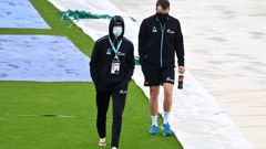 Black Caps duo Devon Conway and Tom Blundell walk across the outfield. (Photo / Getty)