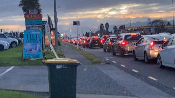 Fire in east Auckland. (Photo / Supplied / Jay Jaay)