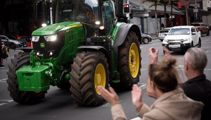 Tractor protest: Aucklanders warned to expect delays, crashes add to chaos