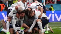Football commentator Clive Tyldesley compares England to All Blacks