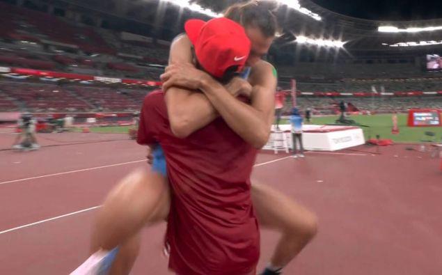Mutaz Essa Barshim and Gianmarco Tamberi celebrate their shared golds. (Screengrab / Sky)