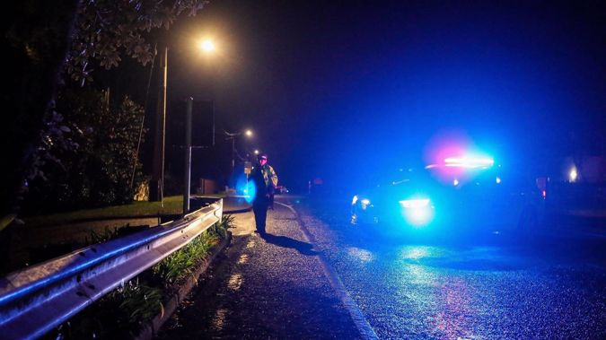 A police officer at the scene where a man was shot and killed during a stand-off with police last night. (Photo / Mike Scott)
