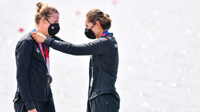 Brooke Donoghue and Hannah Osborne celebrate with their silver medals. (Photo / Photosport)
