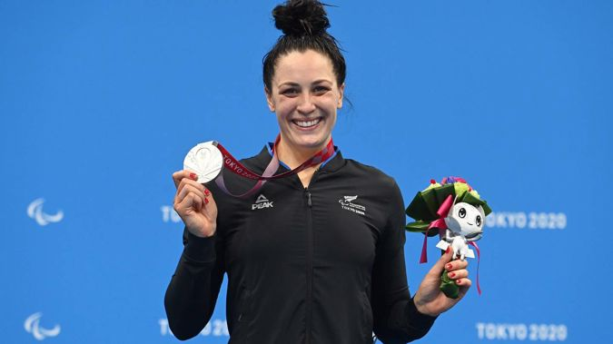 Sophie Pascoe with her silver medal. (Photo / Photosport)