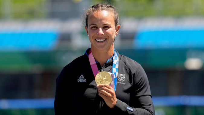 Lisa Carrington holds up her gold medal after winning the women's kayak single 500m final at the Tokyo Olympics. (Photo / AP)