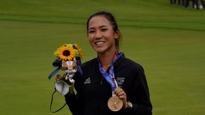 Lydia Ko poses with her bronze medal after finishing third at the Tokyo Olympics. (Photo / AP)