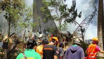 Philippine military plane crashes, 45 dead, 49 rescued